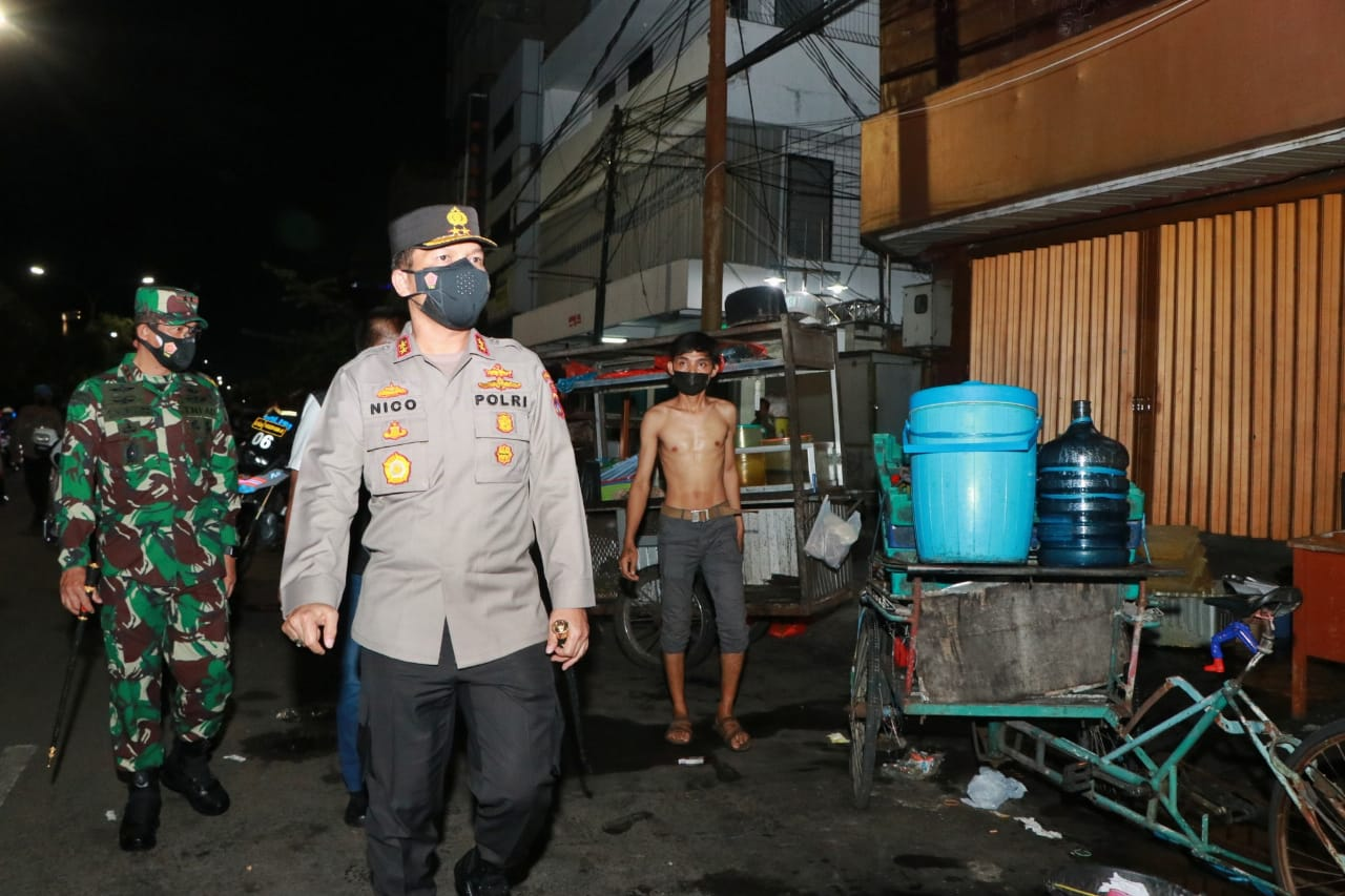 Forkopimda Jatim Sosialisasi 'PPKM Darurat' di Kedungdoro Surabaya