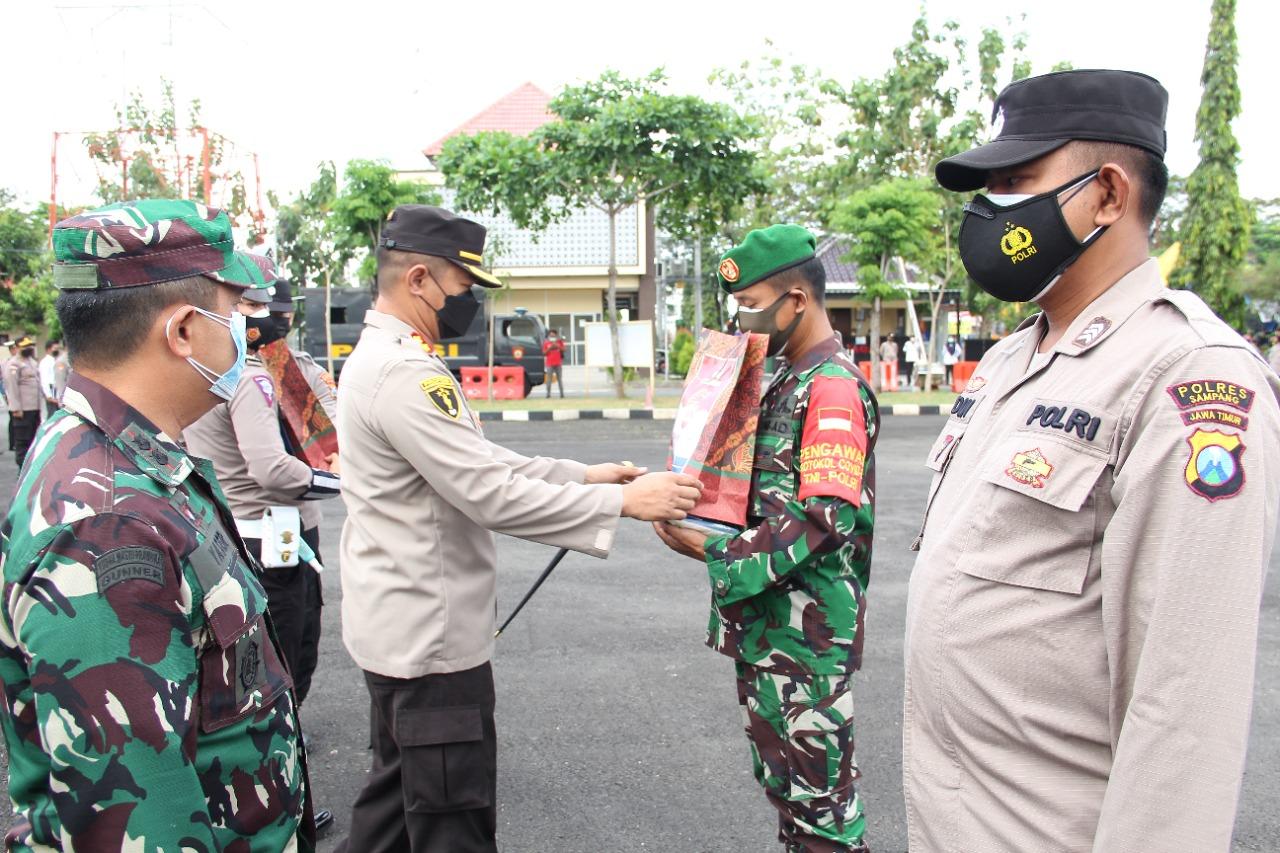 Distribusi Bansos PPKM Darurat Dilepas Kapolres Sampang