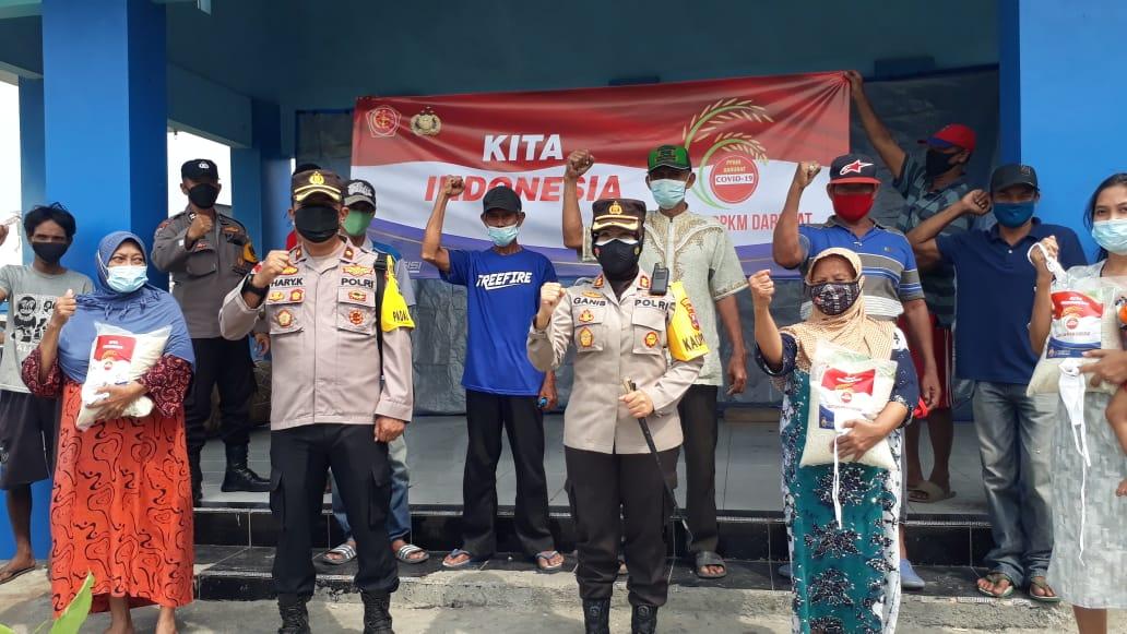Warga Nelayan Sontoh Laut Dapat Bantuan Beras Dari Kapolres Pelabuhan Tanjung Perak