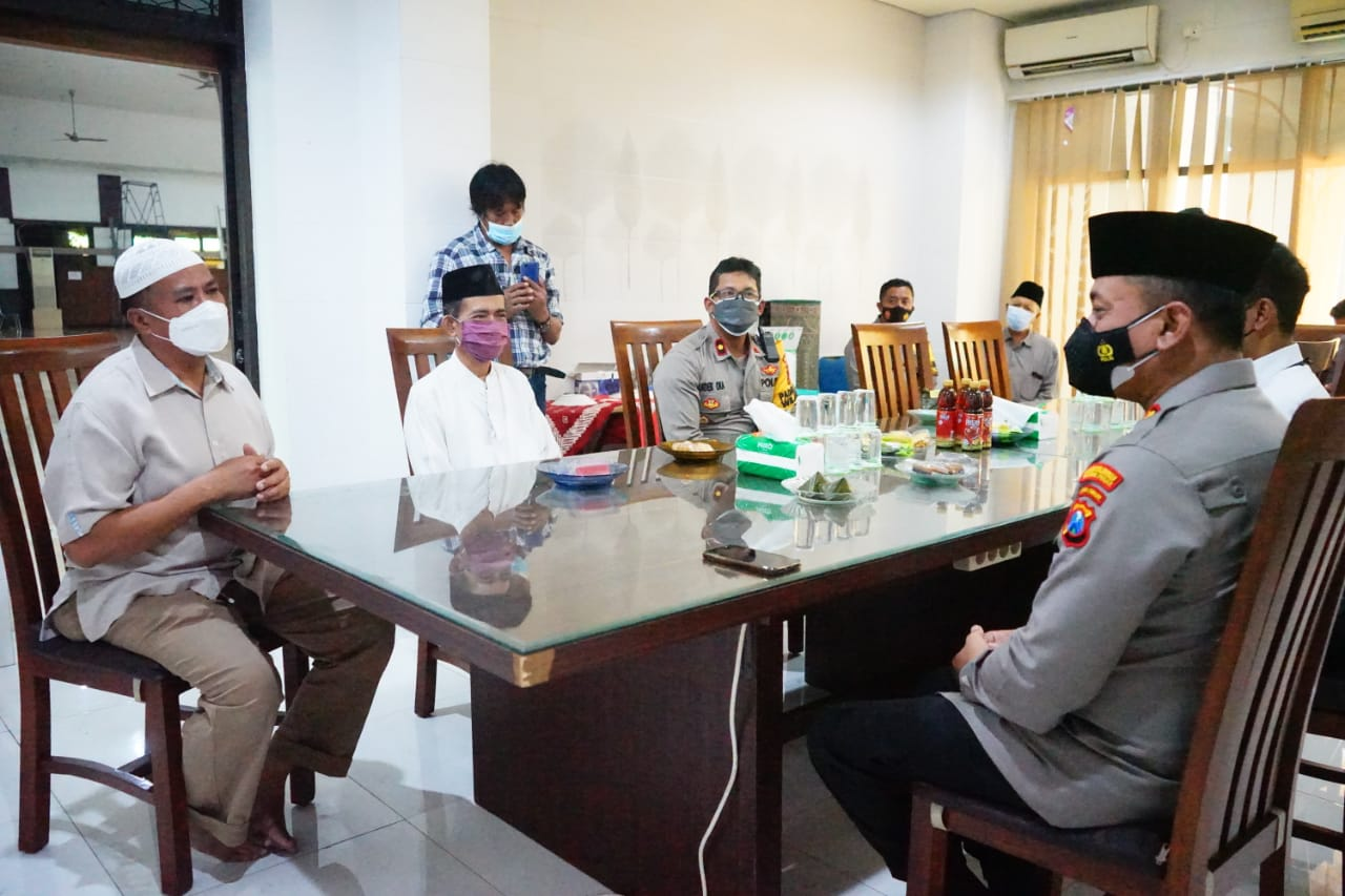 Kunjungan Silaturahmi Kapolres Pelabuhan Tanjung Perak Ke Tokoh Agama Jaga Kamtibmas Tetap Kondusif
