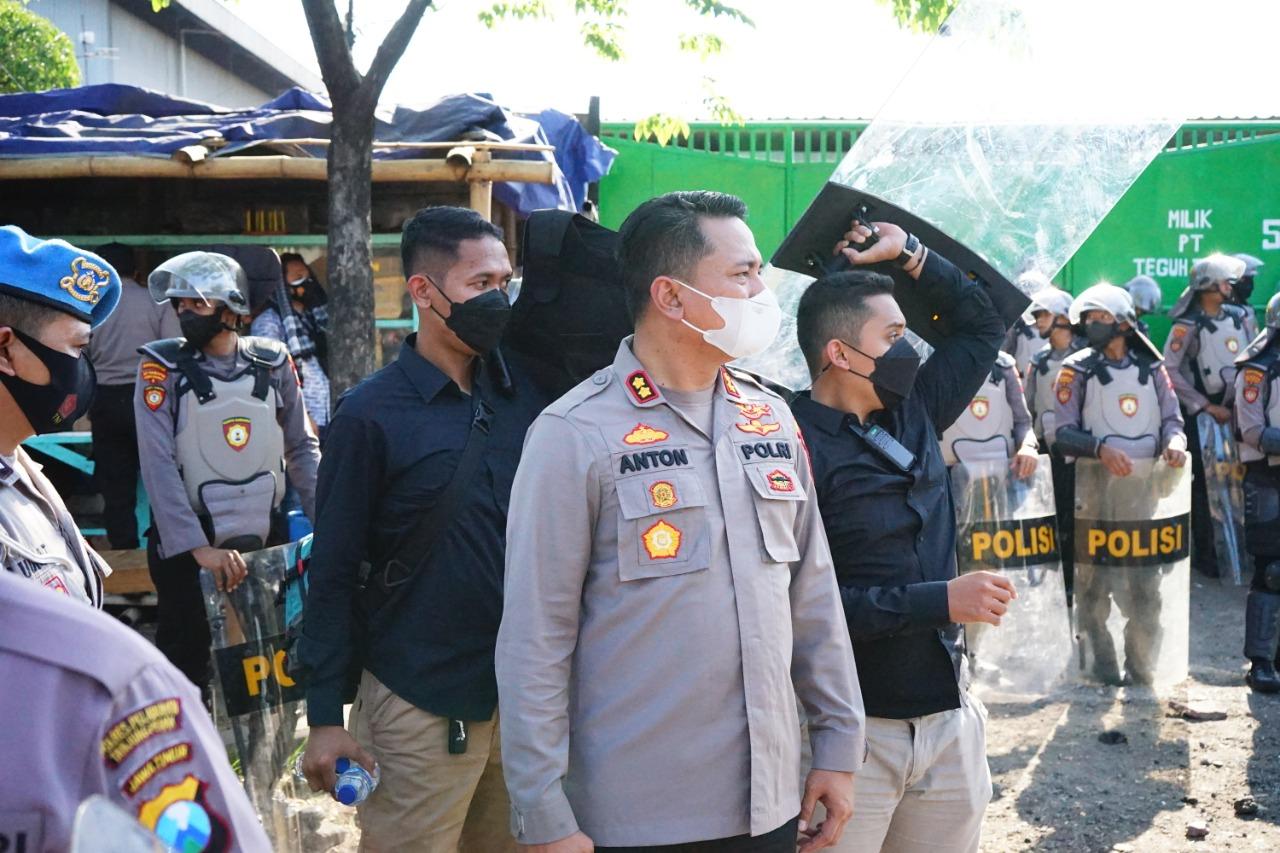 Pimpin PAM Sengketa Lahan, Kapolres Pelabuhan Tanjung Perak Redam Bentrok Dua Kubu