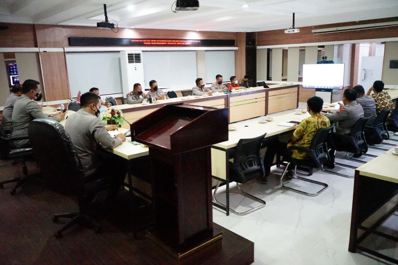 Bahas Penambahan Dosis Vaksin, Kapolres Pelabuhan Tanjung Perak Vicon Bersama Kabiddokkes Polda Jatim
