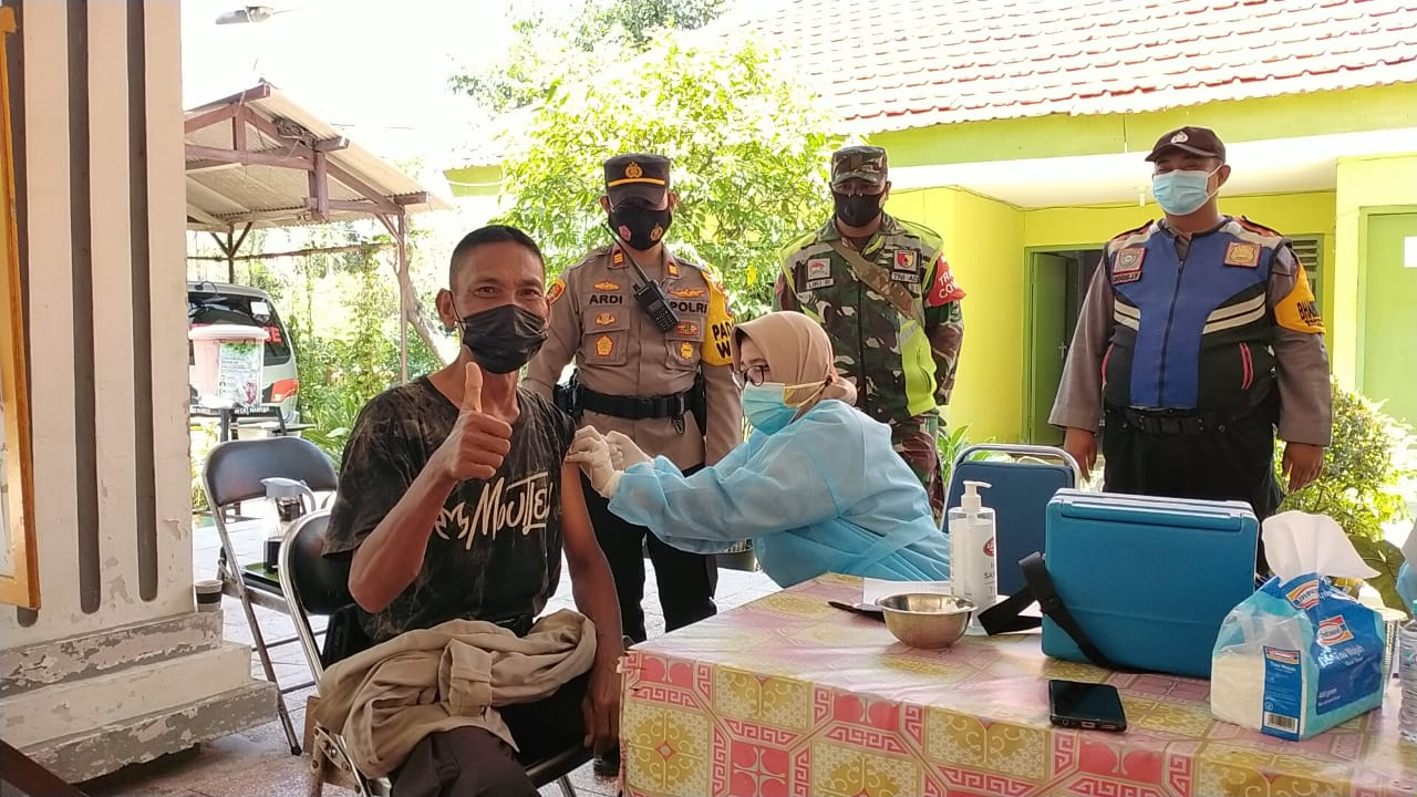 Kapolsek Mulyorejo Pantau Vaksinasi di Kelurahan Manyar Sabrangan